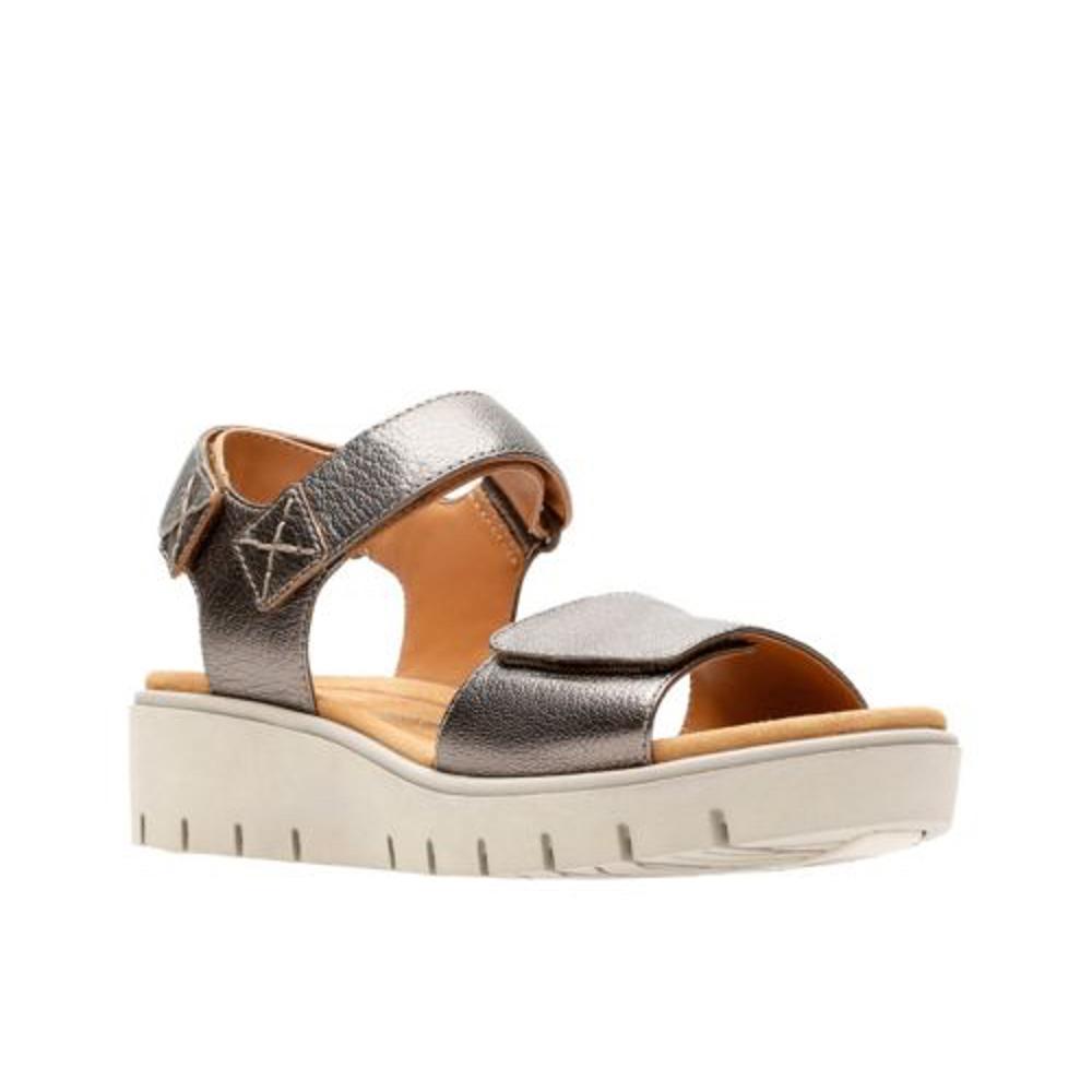 Clarks Women's Un Karely Bay Wedge Sandals BRONZE